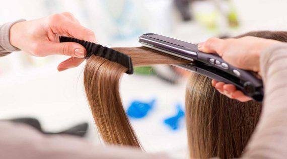 ¿Cómo usar la plancha de pelo sin dañar tu cabello?